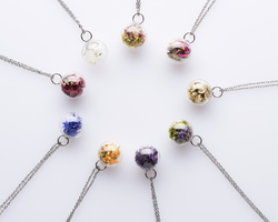 Les amulettes Flora